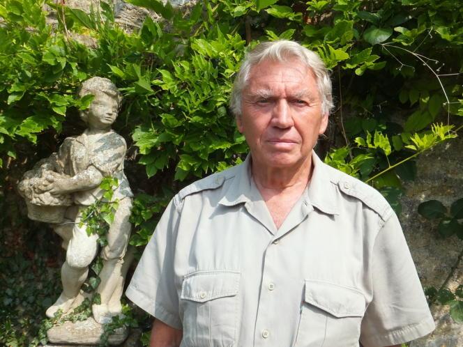 Don McCullin dans le jardin de sa maison du Somerset, en août 2013.
