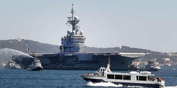 Le Charles-de-Gaulle (ici dans la rade de Toulon) est entré en service en 2001.