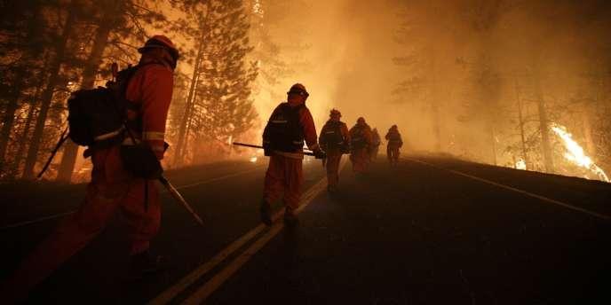 Les pompiers continuent de combattre l'incendie qui sévit depuis le 17 août dans la Yosemite Valley. Photo prise le 25 août.