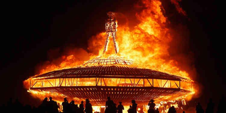 Pendant le festival musical et artistique du Burning Man, dans le dŽsert de Black Rock (Nevada), le 31 aožt. Le festival, qui a organisŽ sa vingt-septième Ždition cette annŽe, a rassemblŽ près de 68 000 personnesvenues du monde entier.