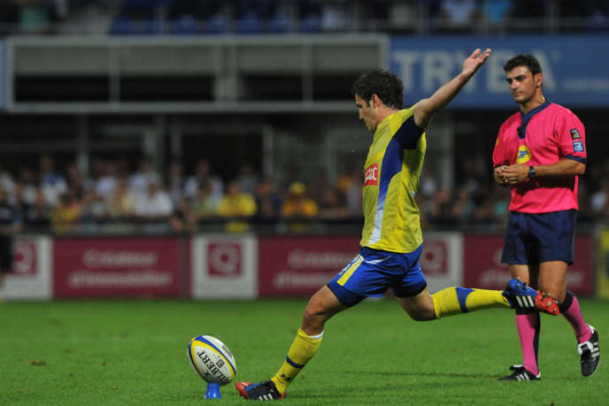 Thierry Lacrampe, joueur de l'ASM Clermont Auvergne, lors du match contre l'Aviron Bayonnais Rugby, le 4 septembre au stade Marcel-Michelin de Clermont-Ferrand.