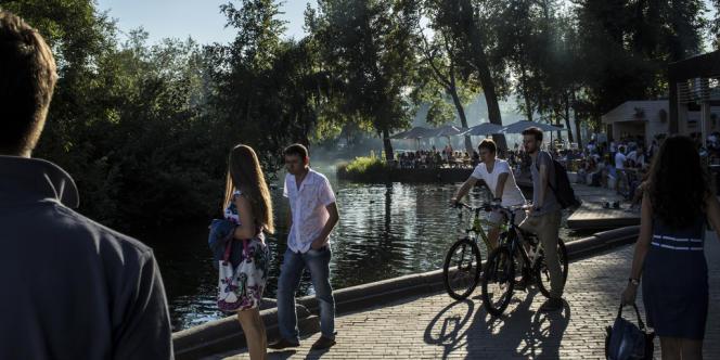 Le parc Gorki, un vaste espace vert qui s'étale le long de la Moskova.