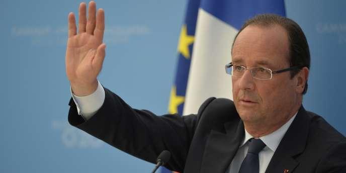 François Hollande a affirmé qu'une intervention attendrait la publication du document, dont il a pourtant minimisé la portée : il ne pourra qu'évoquer une utilisation d'armes chimiques, et pas l'identité de ceux qui les ont utilisées.