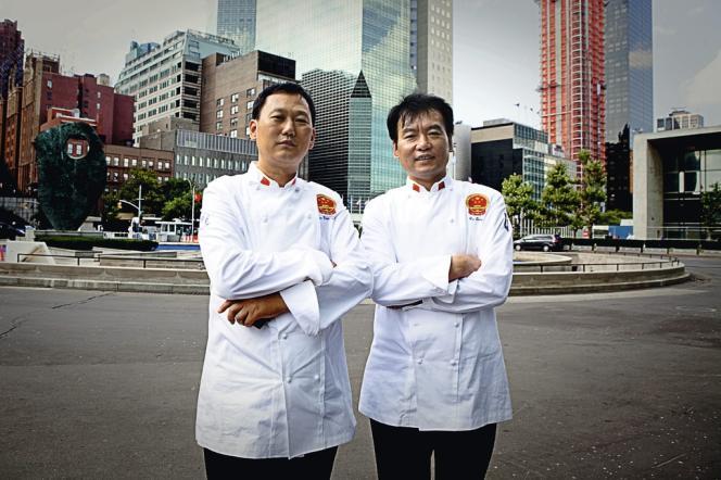 Fini le temps où les palais recrutaient des chefs français ou italiens. La plupart des présidents choisissent désormais des cuisiniers de leur pays. Men Jian Zhong et Liu Qiang officient au Palais de l'Assemblée du peuple, en Chine.