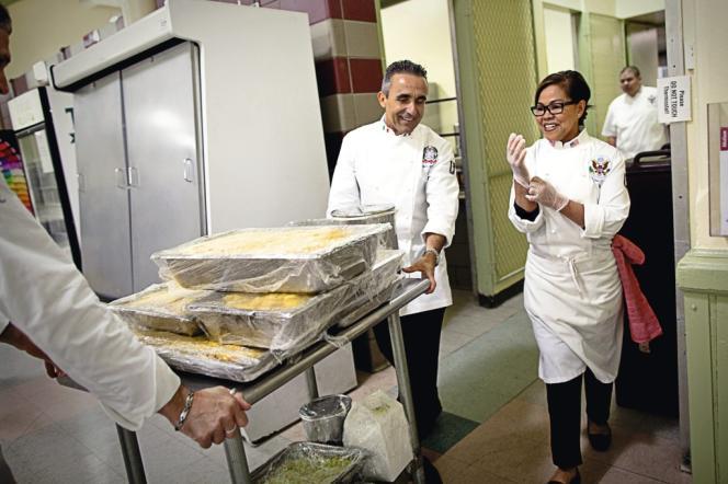 Cristeta Comerford, américaine d'origine philippine, est la première femme chef cuisinier de la Maison Blanche.