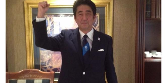 Photo du Premier ministre japonais Shinzo Abe publiée sur son compte Facebook suite à la victoire de Tokyo pour l'organisation des Jeux olympiques 2020.