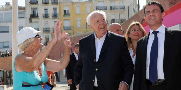 Manuel Valls, Jean-Claude Gaudin et une inconnue, le 20 juillet à Marseille, lors d'une précédente visite du ministre de l'intérieur.