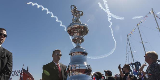 Show aérien en prélude à la finale, samedi, à l'America's Cup Village.