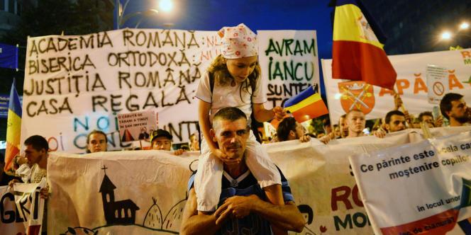 Huitième jour de manifestation contre un projet de mine d'or géante en Transylvanie, à Bucarest, le 8 septembre.