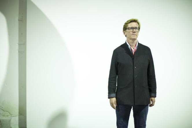 L'Islandais Gunnar B. Kvaran, commissaire invité de la 12e Biennale d'art contemporain de Lyon. Ici, le 8 septembre à La Sucrière.