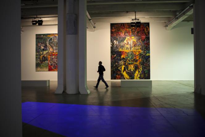 La Sucrière, Lyon, le 8 septembre : accrochage de toiles du Brésilien Thiago Martins de Melo.