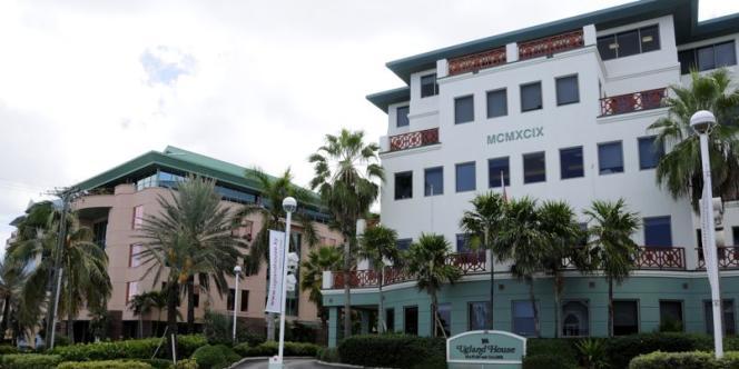 Ugland House (Îles Cayman) héberge les statuts de plus de 18 000 sociétés américaines.