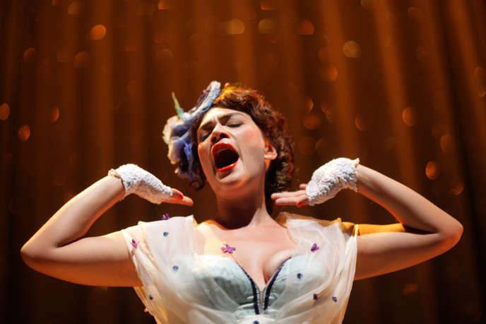 La chanteuse du groupe Moriarty, Rosemary Standley, au Théâtre de la Bastille. Au programme, des chansons classiques du répertoire américain de 1928 à 1998.