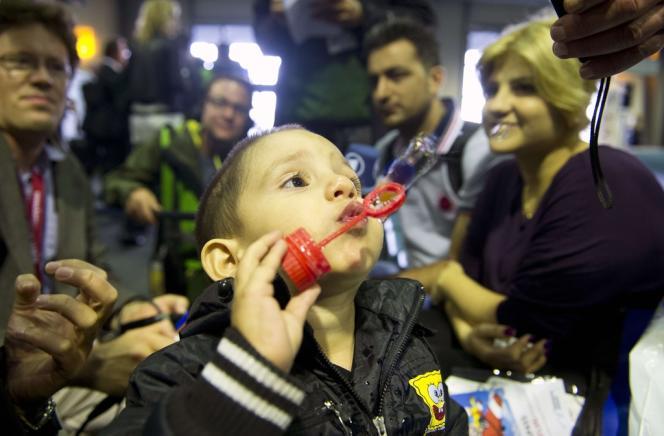 Une famille de réfugiés syriens s'apprête à rejoindre l'Allemagne, le 11 septembre.