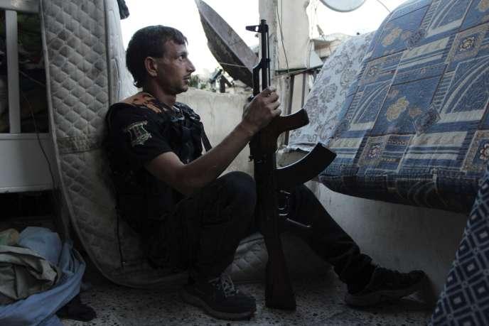 Un combattant de l'Armée syrienne libre à Alep, le 11 septembre.