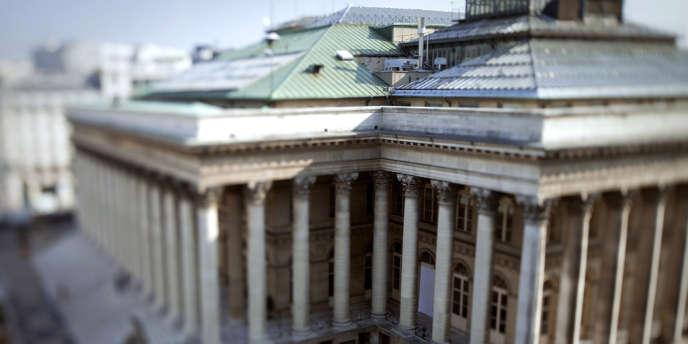 Les Etats n'ont plus qu'un poids marginal et la crise financière ne semble pas avoir modifié cette tendance en dépit des prises de participation, le plus souvent provisoires, de ceux-ci dans le capital d'institutions financières en difficulté.