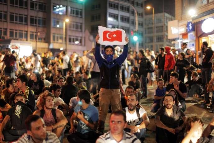 Manifestation à Istanbul après la mort d'un manifestant de 22 ans, le 12 septembre.