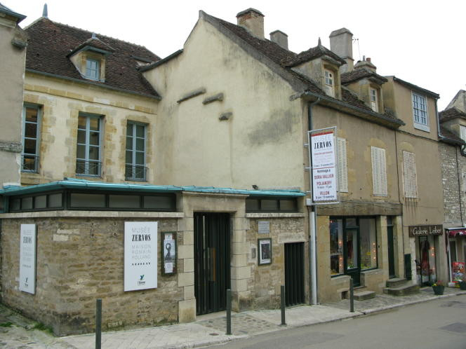 Vézelay. Vue extérieure du musée Zervos.