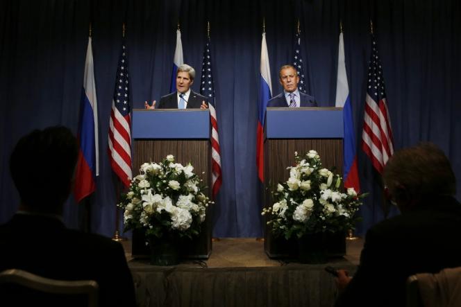 John Kerry et Sergueï Lavrov, le 12 septembre à Genève, lors de l'ouverture des négociations sur le démantèlement des armes chimiques syriennes.