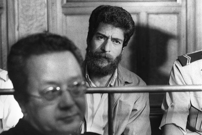 Georges Ibrahim Abdallah et son avocat Jacques Vergès le 3 juillet 1986 lors de son procès au tribunal de Lyon. Il sera condamné à la réclusion à perpétuité pour