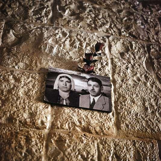 Les bâtisses ancestrales ont survécu à deux guerres et à deux intifada (une photo accrochée à un mur du vieux Battir).