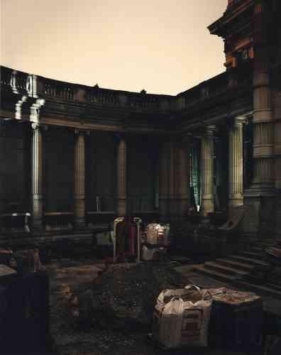 Intérieur, extérieur : Mario Palmieri a choisi de photographier le Palais Galliera de nuit, quand tous les ouvriers chargés de sa réhabilitation avaient quitté le chantier. -