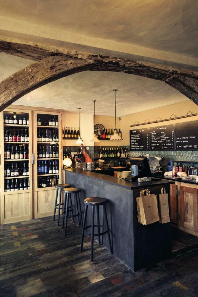 Après le restaurant Septime, puis  la cave à vins,  Bertrand Grébaut continue de  coloniser la rue de Charonne, dans le 11e, avec un bistrot marin, Clamato,  qui ouvrira dans quelques semaines.