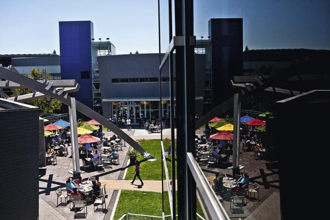 Sur son campus  californien  de Mountain View  (ci-contre), Google  propose 30 restaurants et 150
