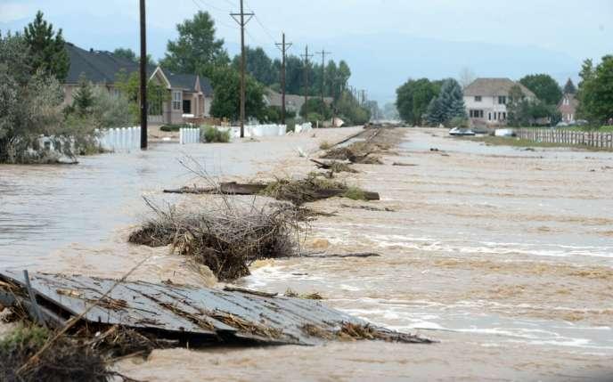 Environ 350 personnes étaient portées disparues dans le seul comté de Larimer, d'où près d'un demi-millier d'habitants avaient déjà été évacués.