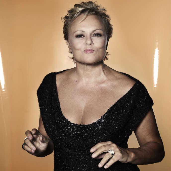 Muriel Robin revient sur scène avec un nouveau spectacle au Théâtre de la Porte-Saint-Martin à Paris.
