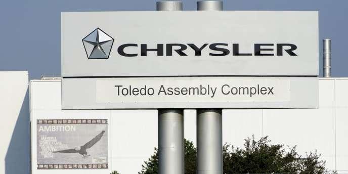 Le groupe automobile italien Fiat a annoncé acquérir à part entière son allié américain Chrysler, dont il possédait déjà près de 60 % des parts.