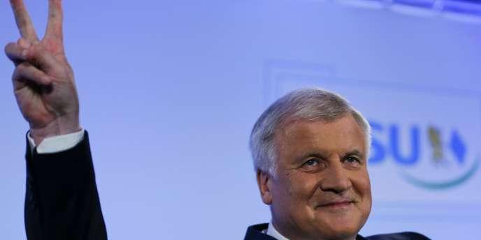 Les conservateurs bavarois emmenés par le dirigeant sortant de l'Etat régional, Horst Seehofer, ont regagné la majorité absolue qu'ils avaient perdue il y a cinq ans, avec une marge confortable.