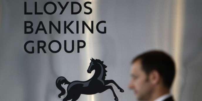 Lloyds Banking Group avait été partiellement nationalisée en 2008 durant la crise financière mais l'Etat britannique a entamé son désengagement mi-septembre 2013 en cédant une part de 6%. Sa part s'élève désormais à 32,7% du capital.