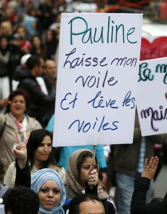 Manifestation, le 14 septembre à Montréal, contre le projet de loi défendu par Pauline Marois, premier ministre du Québec.
