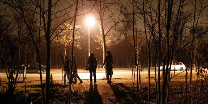 Des prostituées au bois de Boulogne, en mars 2012.