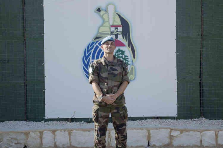 Colonnel Christophe Baudouin pose dans la base du contingent Francais de la FINUL a Deir Kifa, sud du Liban, le Samedi 14 Septembre, 2013.