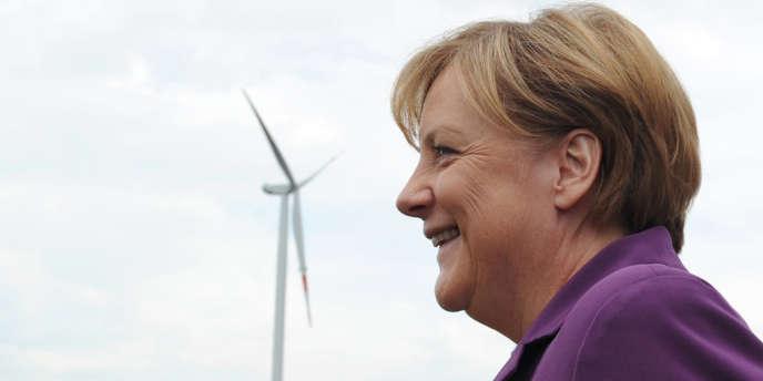 « Aussi longtemps qu'il existera en Europe des pays où le courant est moins cher qu'en Allemagne, je ne vois pas en quoi nous portons atteinte à la concurrence. (…) Nous étudierons ce point très minutieusement », a affirmé Angela Merkel lors de son premier discours de politique générale après son investiture.