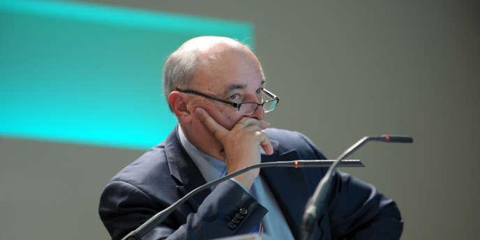 Le président du groupe La Poste, Jean-Paul Bailly, à Paris, le 10 mars 2011.