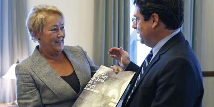 Pauline Marois et le ministre responsable des institutions démocratiques et de la participation citoyenne, Bernard Drainville, présentent la  Charte des valeurs québécoises à l'Assemblée nationale du Québec, le 10 septembre à Québec.