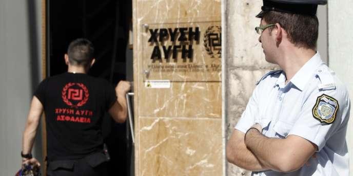 Une perquisition a été menée mercredi matin dans les locaux du parti d'extrême droite l'Aube dorée, à Athènes.