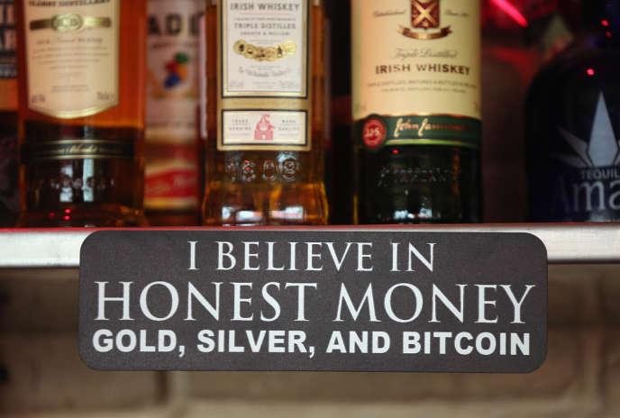 Au Room 77, dans le quartier Kreuzberg, à Berlin, les clients peuvent régler leurs consommations avec des bitcoins.