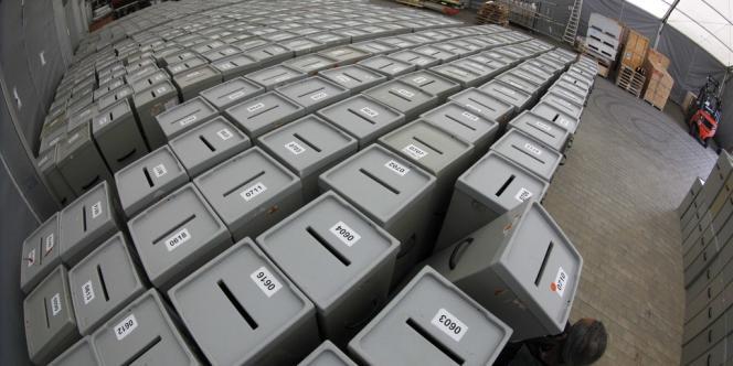 Des urnes stockées dans un hangar à Munich, le 17 septembre.