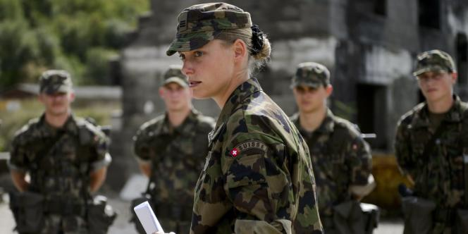 Les électeurs suisses se rendront aux urnes le 22 Septembre 2013 pour décider d'abolir leur armée de conscription.