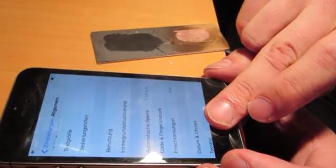 Vidéo de présentation du piratage de la reconnaissance digitale de l'iPhone 5S.