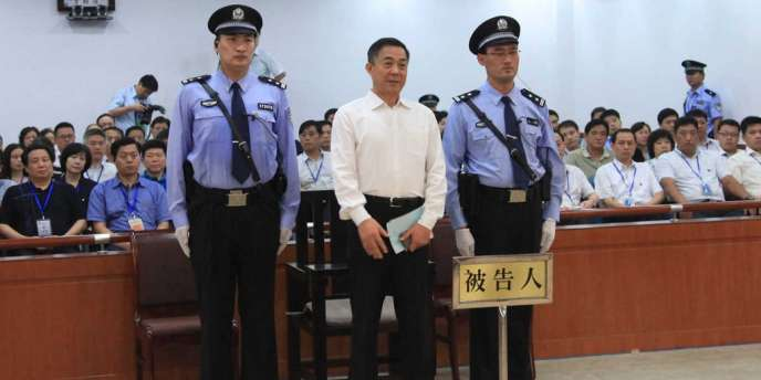 Bo Xilai écoute son verdict devant la cour de justice de Jinan, dans le Shandong, le 22 septembre.