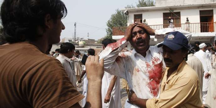 Le frère d'une des victimes de l'attentat-suicide visant une église de Peshawar au Pakistan.