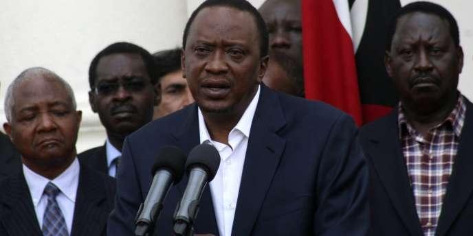 Le président kényan Uhuru Kenyatta relève dimanche le bilan de l'attaque à 59 morts. Parmi eux, son propre neveu et la fiancée de celui-ci.