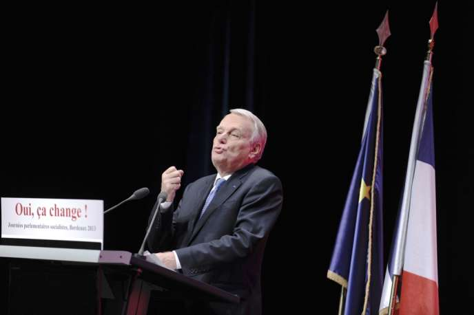 Jean-Marc Ayrault au Palais des congrès de Bordeaux, mardi 24 septembre.