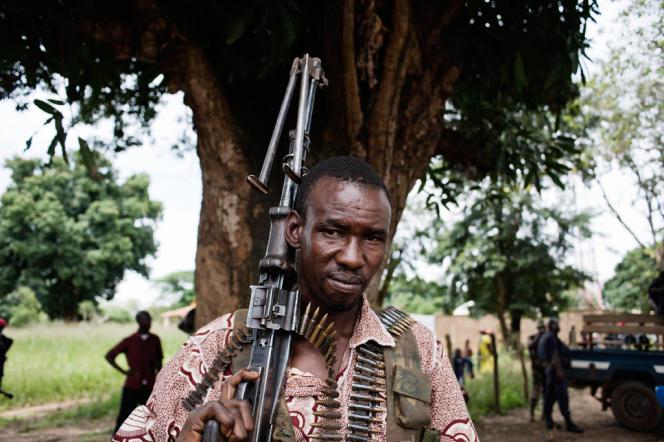 Combattant de l'ex-Seleka intégré aux FACA (Forces armées Centrafricaine) lors d'un meeting organisé par le Conseil National de Transition (CNT), le 23 septembre 2013.