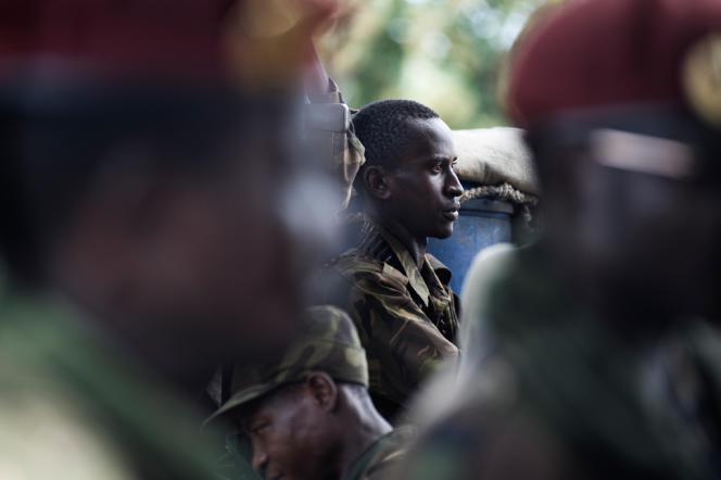 Combattants de l'ex-Seleka intégré aux FACA (Forces armées Centrafricaine) lors d'un meeting organisé par le Conseil National de Transition (CNT), le 23 septembre 2013.